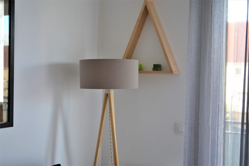 diy 2 une lampe tr pied style scandinave mademoiselle pucine. Black Bedroom Furniture Sets. Home Design Ideas