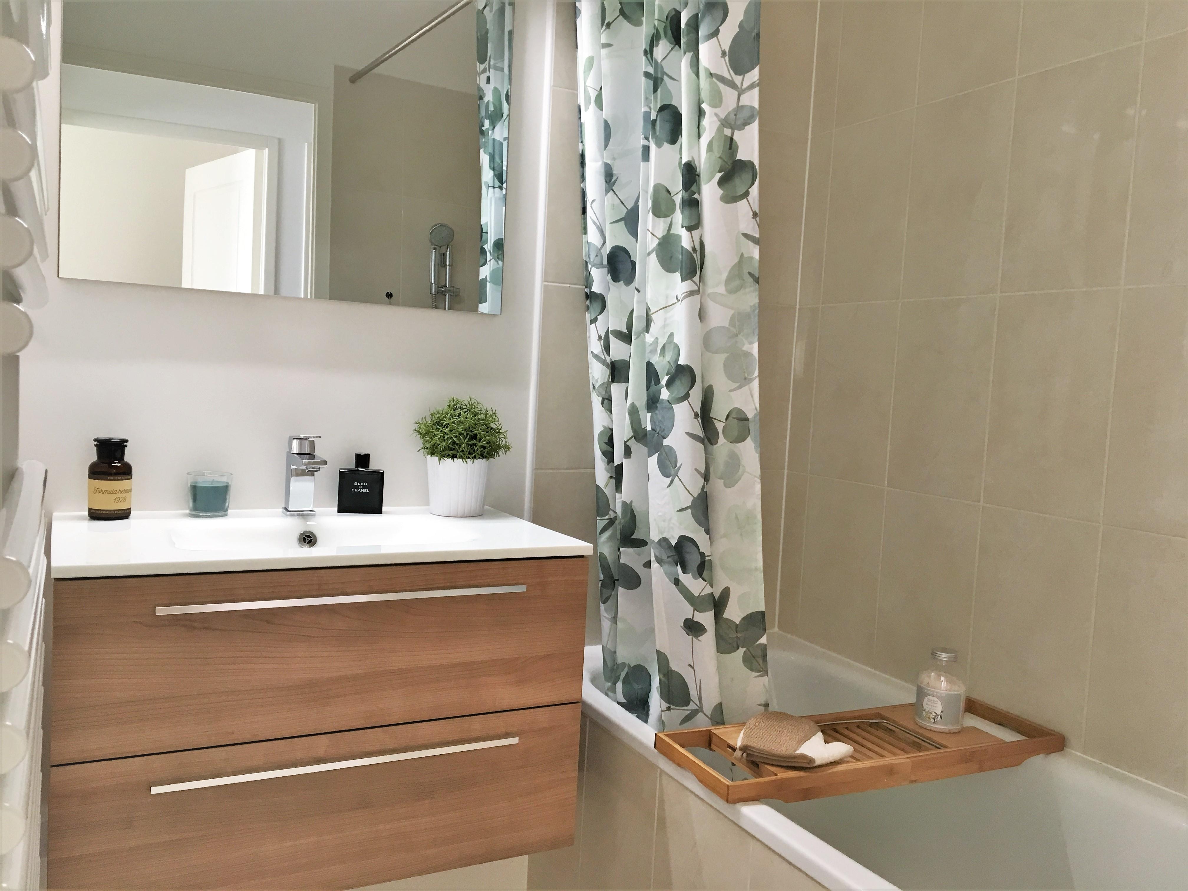ma nouvelle salle de bain mademoiselle pucine. Black Bedroom Furniture Sets. Home Design Ideas
